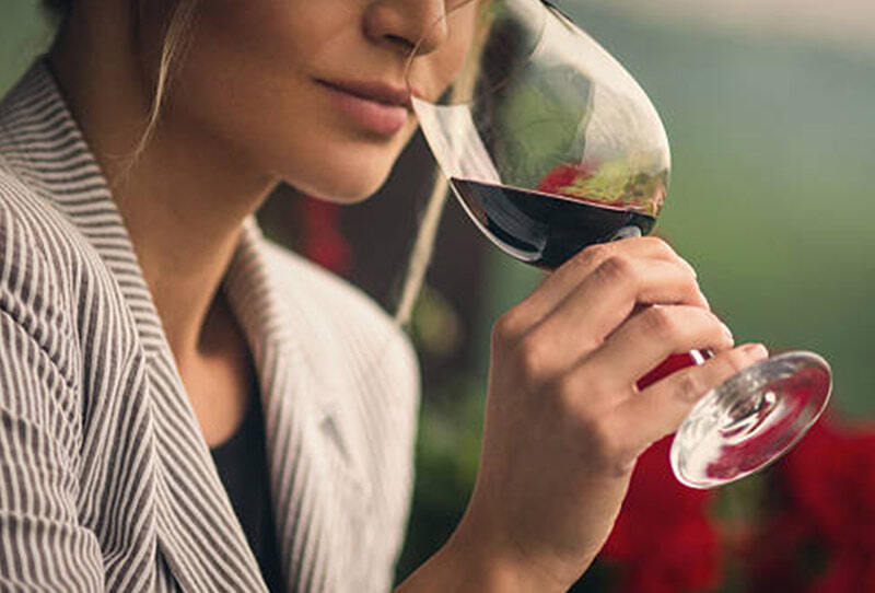 The Sommelier 
